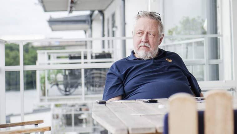 """""""Det var ungefär som när man fick ny lärare på gymnasiet, på en vecka gick du från ungt geni till vanlig stollepelle"""", säger Leif GW Persson efter resultatet av provskjutningen. Foto: Simon Hastegård"""