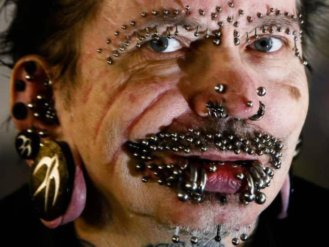 Rolf Buchholz har totalt 453 pieringar på kroppen. Foto: Markus Schreiber
