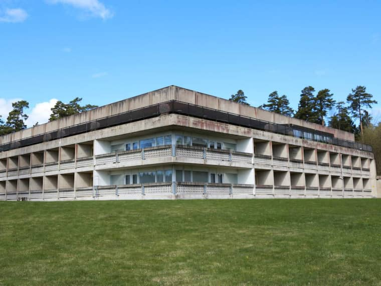 Täljövikens konferensgård är ett modernistiskt mästerverk från 1969, när arbetarrörelsen stod på höjden av sin politiska och ekonomiska makt. Foto: Jan Jörnmark