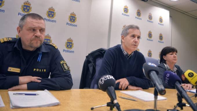 Från vänster Peter Johansson, vid polisen, vice chefsåklagare Mats Näkne och kriminalinspektör Berit Blick. Foto: Vilhelm Stokstad