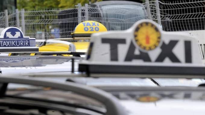 Taxiresorna kan sluta med brottsmisstanke om människosmuggling för taxichauffören. Foto: Bertil Ericson / Tt