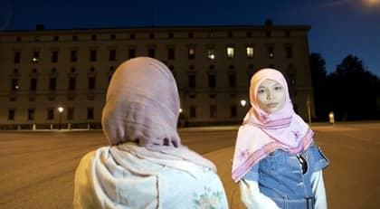 """""""Det handlar om en djupare kommunikation, att man faktiskt pratar med studenten för att se om den förstått eller inte"""", säger Yasmin Khan, ordförande för Sveriges muslimska akademiker, som inte tycker att Jan Björklunds kommunikationsargument håller. Foto: Mikael Wallerstedt"""