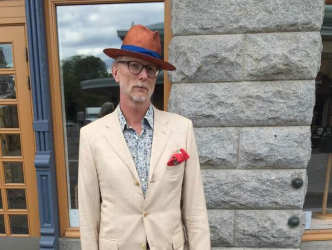 """Magnus Wallin, 55, sjuksköterska, Göteborg Demonstrationerna hade ett gott syfte, men våldet var ett stort misslyckande. """"Där gav ni allt Bush en läxa"""", sa jag till några aktivister som stod och eldade upp en baja-Maja. Foto: Jens Andersson"""