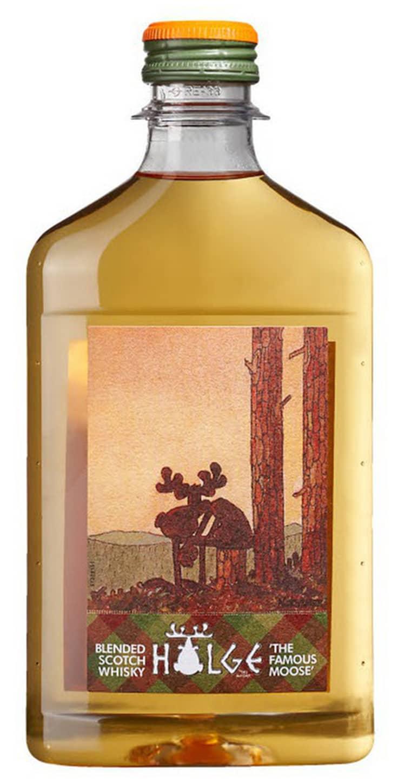 Här är whiskyflaskan som enligt konsumentombudsmannen strider mot alkohollagen. Foto: Pressbild