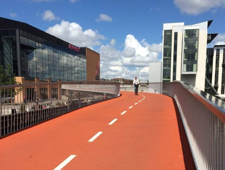 Cykelslangen i Köpenhamn i Danmark har skapat en genväg för 12 000 cyklister varje dag. Det är en led i arbetet att öka cyklingen och göra den säkrare. Foto: Jennie Fasth