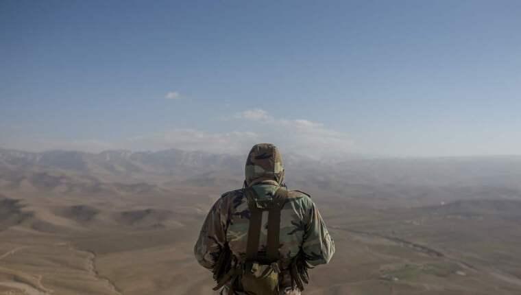 Skjutklara. För bara några dagar sedan var det här området i händerna på IS, men nu har den libanesiska armén tvingat IS att dra sig tillbaka mot Syrien. Foto: Christoffer Hjalmarsson