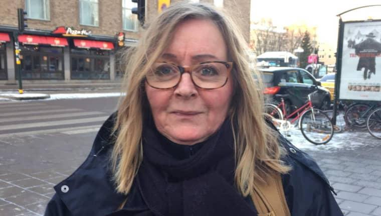 """Yvonne Engblom, 58, Södermalm: """"Jag såg på nyheterna i morse vad som hade hänt. Tyvärr börjar man bli luttrad. De är i mina barns ålder – sorgligt att det ska behöva ske."""" Foto: Kim Malmgren"""