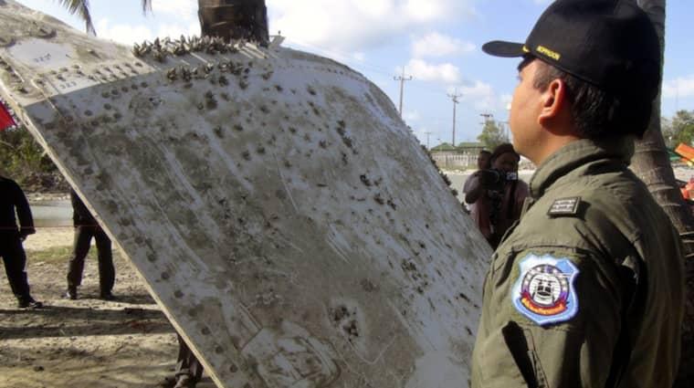 Både malaysiska och thailändska experter har undersökt föremålet Foto: STR/EPA/TT
