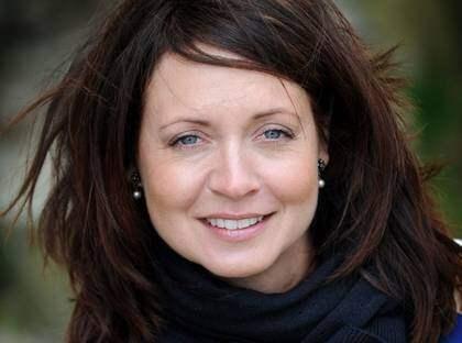 """Tillbaka i rutan. Pernilla Månsson Colt är med i SVT:s nya satsning """"Trädgårdsfredag."""" Men samtidigt tuyngs hon av sin pappas död. """"Det är en sorgeprocess som ständigt pågår."""" Foto: Christer Wahlgren"""