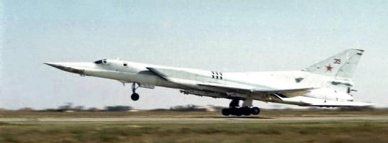 ATTACKPLANET. Det var tunga bombplan av typen Tu-22M3 som deltog i attackövningen. Det här planet är av samma modell men är fotat i ett annat sammanhang.