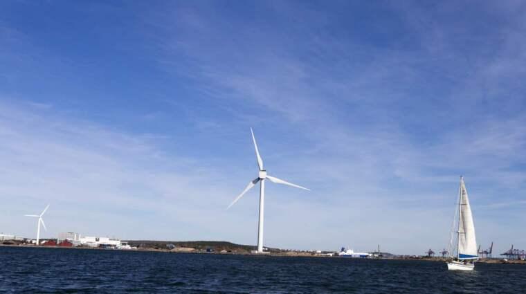 """Forskarna är oeniga om vindkraftens effektivitet. """"Det är absolut möjligt att basera hela Sveriges elförsörjning på förnybar el"""", anser Lennart Söder, professor i elektriska energisystem vid KTH. """"Dyr och skadlig för miljön"""", menar Harry Frank, professor i innovationsteknik vid Mälardalens högskola. Foto: Lennart Rehnman"""