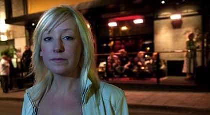 UTSLÄNGD. Sara Åhlén skulle fira att hon tagit studenten - men blev utslängd. Trots att hon inte druckit en droppe trodde vakterna att hon var för full, eftersom hon är född med hängande ögonlock. Foto: Tommy Pedersen