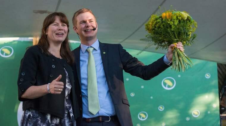 Egentligen inte så glada. Miljöpartiets språkrör Åsa Romson och Gustav Fridolin Foto: Julia Reinhart