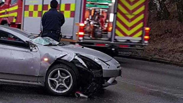 Tre till sjukhus efter sportbilsolycka i Göteborg