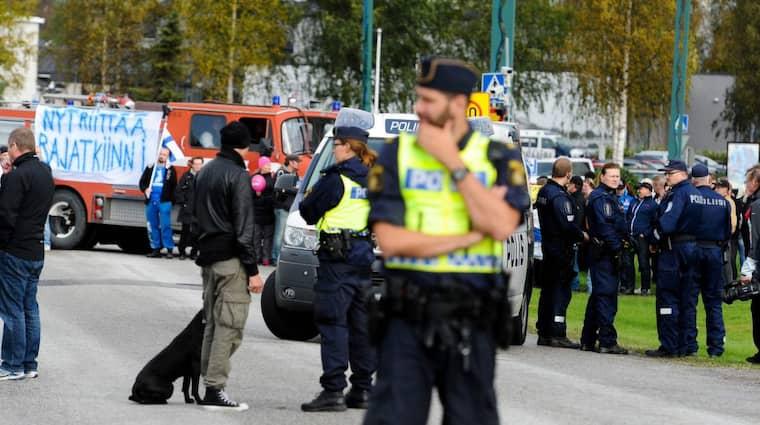 Fotografen Bob Olofsson säger att finländarna har blockerat ena gränsingången. Foto: Bob Olovsson/ Pic-Agency