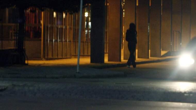 """Flytta fokus. """"Det är hög tid att samhället slutar prata så mycket om sexarbetare och i stället börjar prata med dem"""", säger Lisa Magnusson. Bilden är från Rosenlundsgatan i Göteborg som är känt som en plats med mycket prostitution. Foto: Jan Wiriden"""