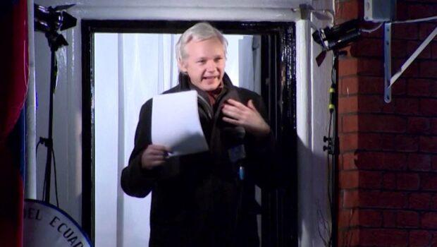 Assange offentliggör nu hela sina förhör