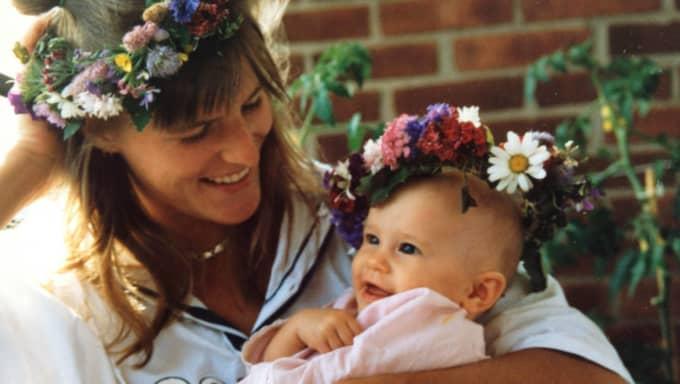 Tillsammans med sin mamma Ann föreläser nu Jolin Heen om sin uppväxt i ett missbrukshem. Foto: Privat