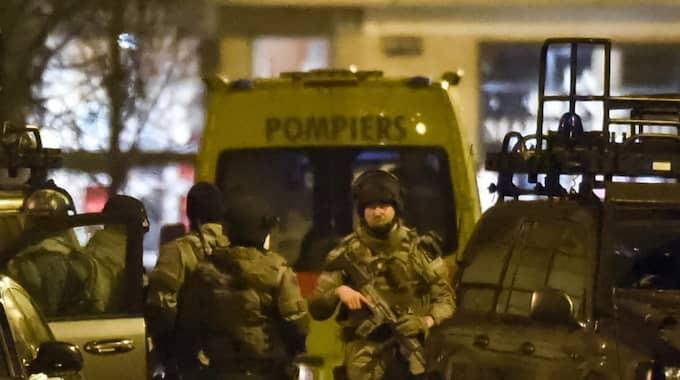 Den misstänkte terroristen Mohamed Belkaid är dömd för flera brott i Sverige. Han sköts till döds i Bryssel. Foto: Geert Vanden Wijngaert / AP TT NYHETSBYRÅN