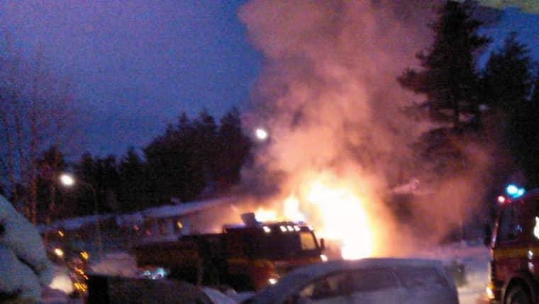 Villan brinner, men går inte att släcka. Foto: Läsarbild