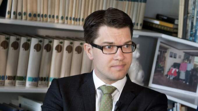 """Expressen kan nu avslöja utkastet till SD-ledarens bok """"Satis polito"""" där han kritiserar """"homolobbyn"""", """"Jonas Gardells billiga böghumor"""" och de """"smaklösa figurerna i Prideparaden"""". Foto: Robban Andersson"""