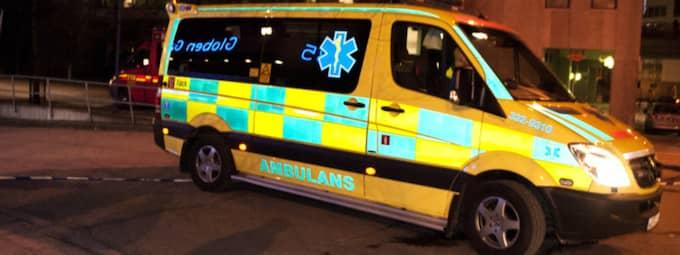 En svårt sjuk patient transporterades i hög fart med ambulans från Halmstad till Universitetssjukhuset i Lund. Mitt på motorvägen märkte föraren att ambulansen blev skakig. Ambulansen på bilden är inte den aktuella ambulansen. Foto: Anna-Karin Nilsson
