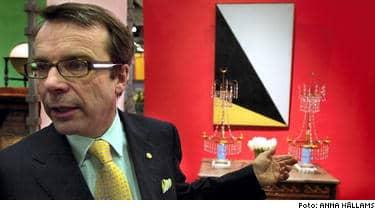 Knut Knutsson, expert i SVT:s populära tv-program Antikrundan, har blivit utskälld av antikhandlare efter att han värderat ett dryckeskärl.