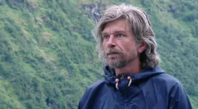 Karl Ove Knausgård i det fria.