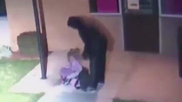 Lämnar sin dotter ensam i den iskalla natten