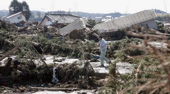 På kärnkraftverket Fukushima är läget lika allvarligt som Tjernobyl. Det menar den svenske experten Frigyes Reisch - som tror att Japan ljuger om hur allvarligt läget är.
