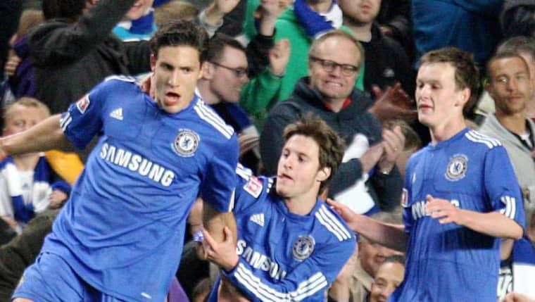 Marko Mitrovic, till vänster, i Chelsea-tröjan. Foto: Steven Paston