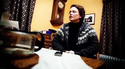TVINGAS LÄMNA HEMMET. Askregnet fick Annika Rosén att oroa sig för sin 16-åriga dotters hälsa. Nu lämnar de gården. Foto: Axel Öberg