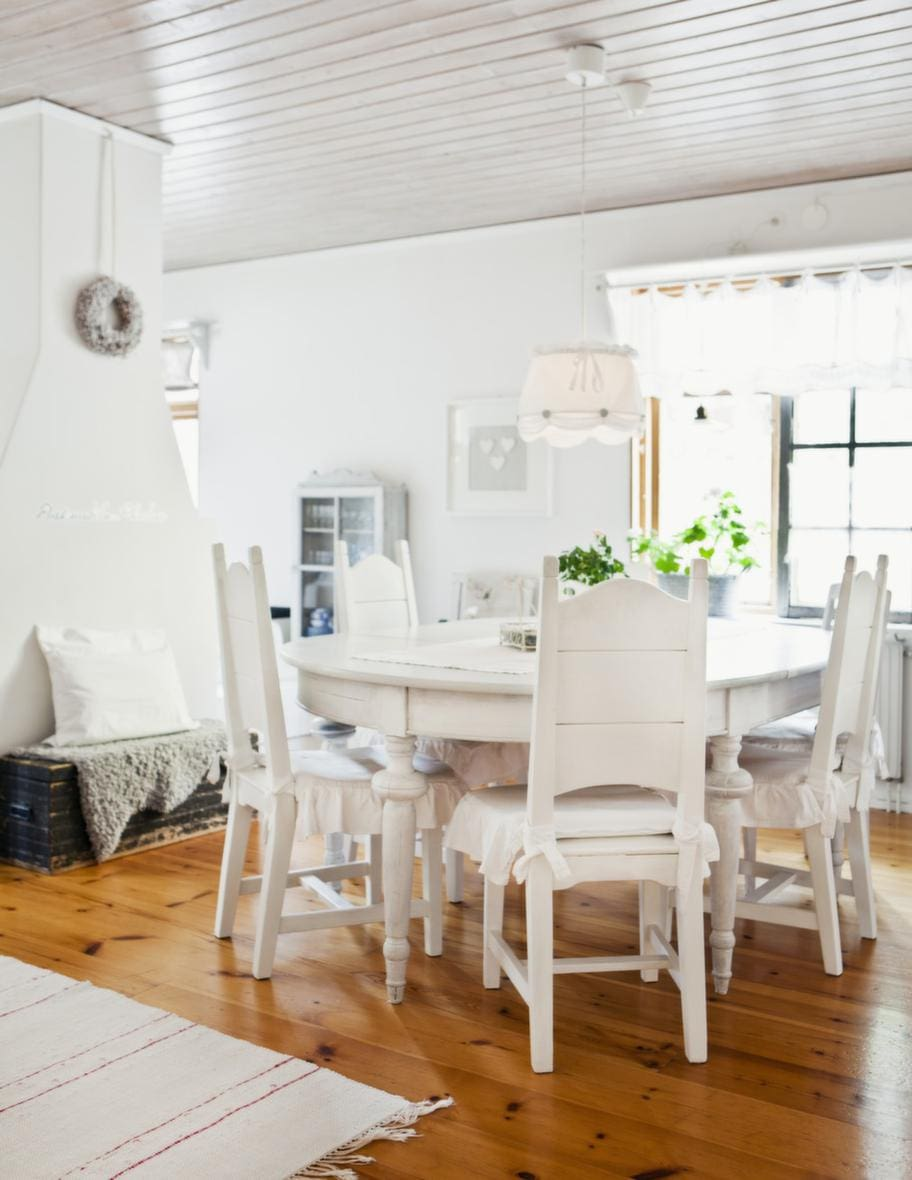 Nytt Kok I Gammaldags Stil : nytt kok i gammal stil  stolar i gammal stil, gjorda av en lokal