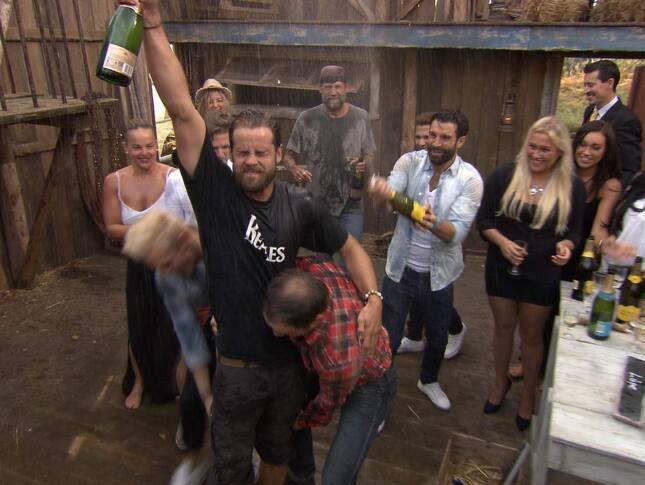 """Festen natten innan finalen kostade Jocke segern – """"Farmen""""-profilen ramlade och skadade sig svårt"""