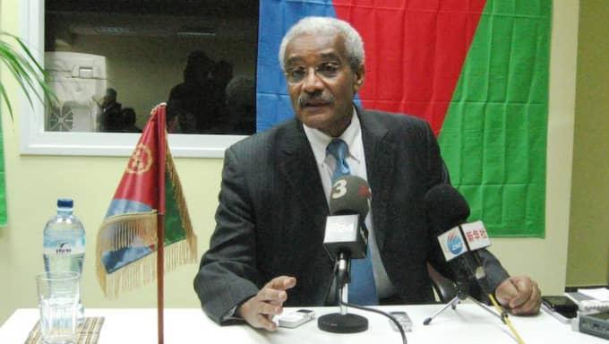 NYTT HOPP. Eritreas ambassadör i Israel Tesfamariam Tekeste Debbas säger till Expressen att den fängslade svensk-eritreanska journalisten Dawit Isaak lever och mår okej. Foto: ARNE LAPIDUS Foto: Arne Lapidus