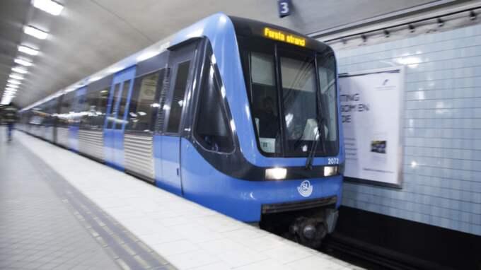 Det har varit förseningar i tunnelbanetrafiken på fredagsmorgonen. Detta eftersom rälsen har spruckit i kylan. Foto: Lisa Mattisson