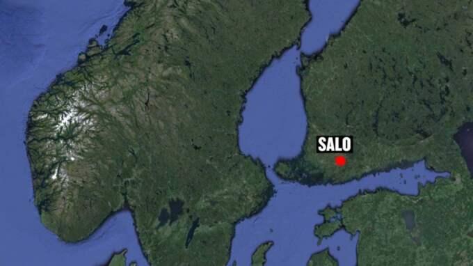 Gärningsmännen är på fri fot efter ett dramatiskt värdetransportrån nära finska staden Salo i torsdags.