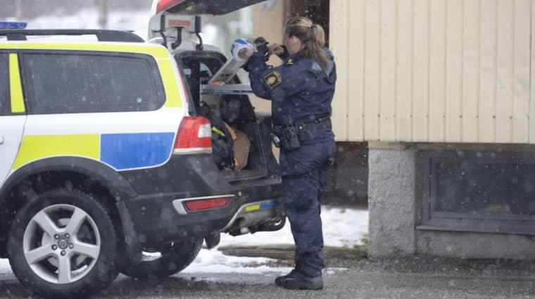 Mannen som mördades var i 20-årsåldern. De gripna är i 30-35-årsåldern. Foto: Olle Sporrong