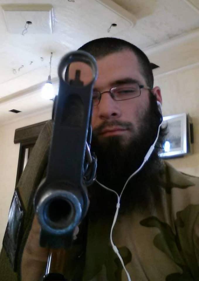 Muhajir växte upp i Sverige, men reste för 15 månader sedan det krigshärjade Syrien, för att ta värvning av terrororganisationen Islamiska Staten.