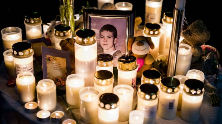 Polisen förstärker säkerheten på minnesstunden för Arminas, 15, som mördades på skolan. Foto: Tomas Leprince