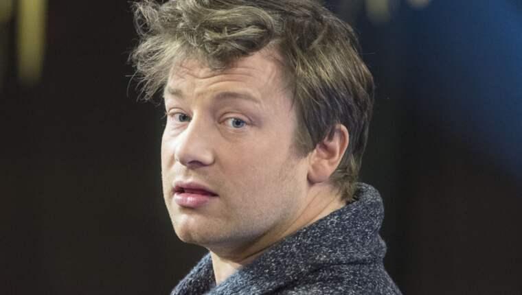 Tv-kocken Jamie Oliver uppmanar kvinnor att amma sina bebisar istället för att ge ersättning. Foto: Roger Vikström