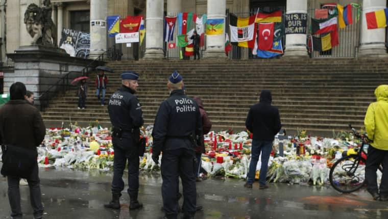 En explosion hördes under polisinsatsen. Foto: Alastair Grant / AP/TT