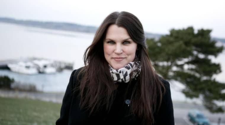 """Tar upp övergreppen. """"Jag gillar att man vågar uggla i det som är allvarligare"""", säger Mia Skäringer. Foto: Lennart Rehnman"""