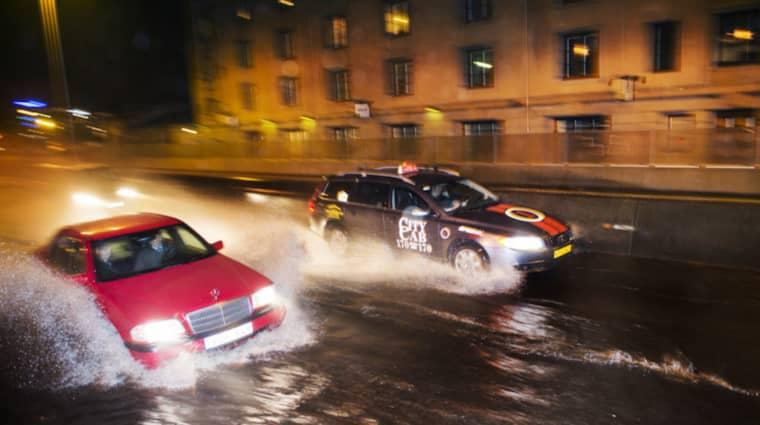 Stormen ska lamslå Norge – och Västsverige drabbas också. Foto: Robin Aron