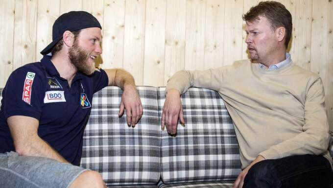 """I TÄTEN. Norske Martin Johnsrud Sundby har dominerat i årets första världscuptävlingar. """"Det är en mental kamp att ha den positionen"""", säger han om att vara bäst i världen. Här med Tomas Pettersson. Foto: Nils Petter Nilsson"""