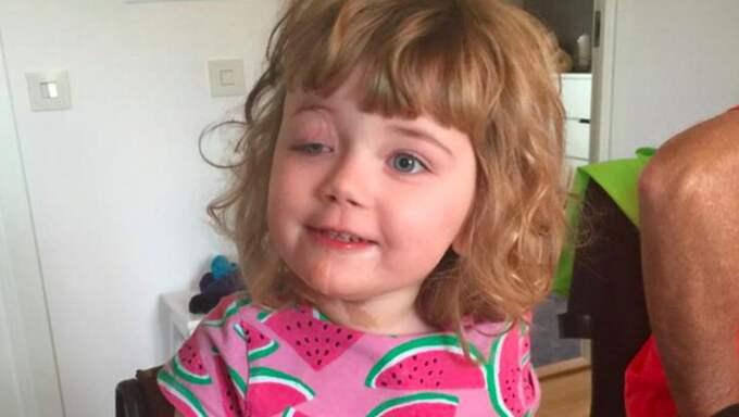 Fyraåriga Nora lider av den extremt sällsynta sjukdomen LNSS. Foto: Privat