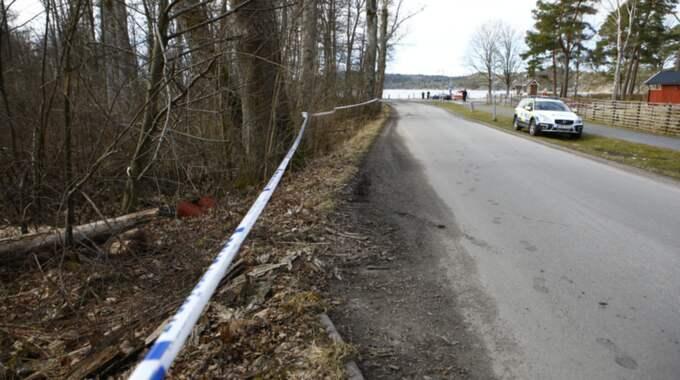 Polisen inledde en förundersökning om mord alternativ dråp. Men efter lunch på tisdagen hade det framkommit omständigheter som gjorde att misstankegraden monterades ner. Foto: Henrik Jansson
