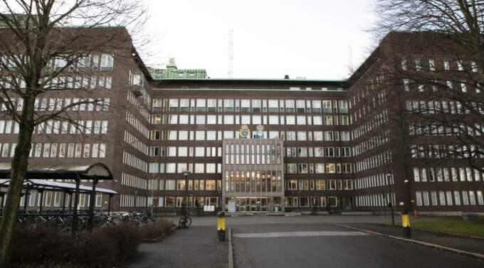 POLISHUSET. I söndags klev mannen in på polishuset vid Ernst Fontells plats i Göteborg och bad att få tala med polisen. Han ska då ha erkänt att han mördat en man, styckat liket och dumpat delarna i havet. Foto: Jan Wiriden