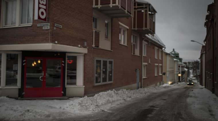 Korsningen Prästgatan/Tullgatan i Östersund: En av platserna där en kvinna blivit utsatt för ett våldtäktsförsök under den senaste tiden. Bilden är inte från i natt. Foto: Meli Petersson Ellafi