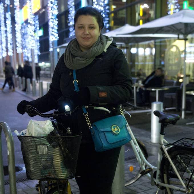 Cerima Ahmetasevic, 26, förskollärare, Malmö: – Jag är själv med i Lärarförbundet men det är inte okej som Kommunal hanterar pengarna. Och att de hyr ut lokaler till sexshower är ännu mer upprörande. Foto: Fritz Schibli